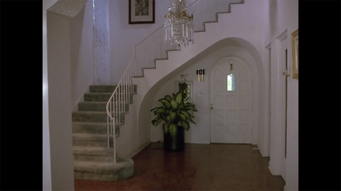 Love me a foyer